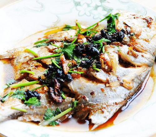 菜谱大全豆豉烧鲳鱼1.将鱼净膛洗干净,沥干牛腩2.水分炖山药图片