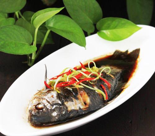 清蒸茶鲫鱼的做法 清蒸茶鲫鱼怎么做