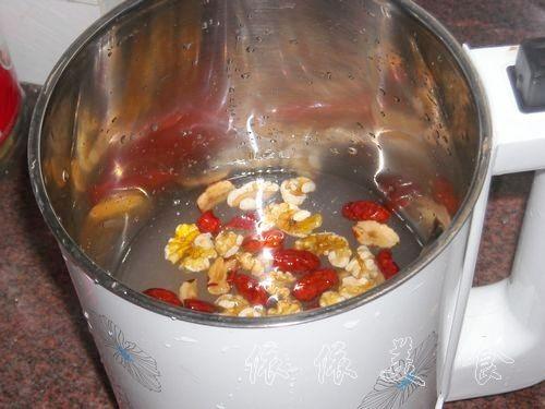 核桃红枣米浆的做法步骤_1