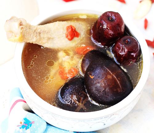 营养保健于一身 红枣冬菇鸡汤_1