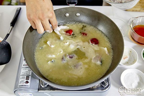 酸菜鱼的做法步骤_16