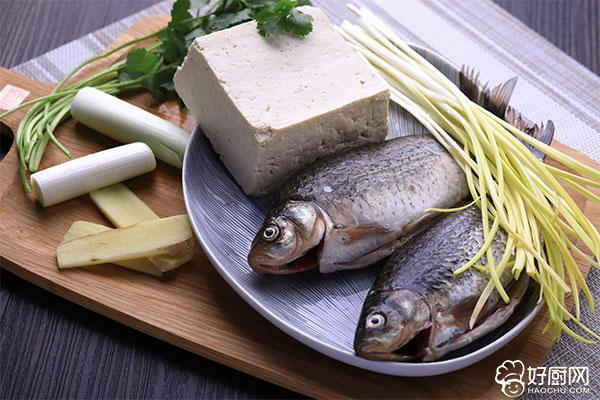 鲫鱼豆腐汤的做法步骤_1