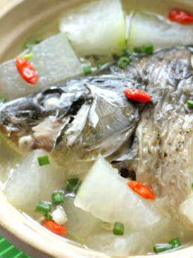 鲤鱼头炖冬瓜