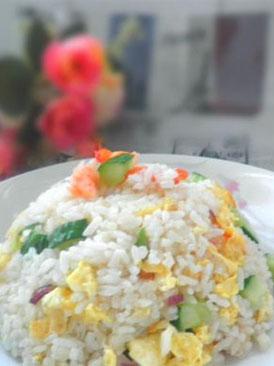 鲜虾黄瓜蛋炒饭