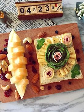 牛油果三文鱼芝士花开放式三明治