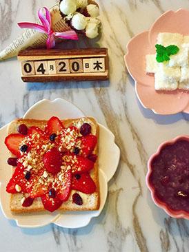 草莓坚果吐司