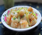 芹菜炒肠粉