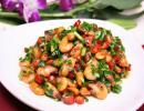 芹菜木耳炒河虾的做法