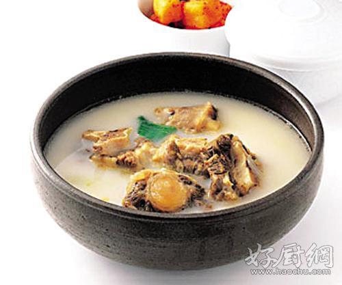产妇炖鸡汤应该怎么做 产妇炖鸡汤的做法_1