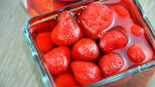 草莓怎么吃 草莓胡萝卜汁美容降压_1