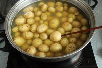 椒盐小土豆的做法步骤_1