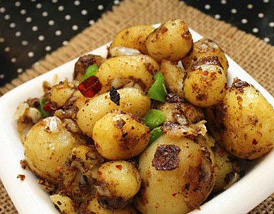 椒盐小土豆的做法步骤_5