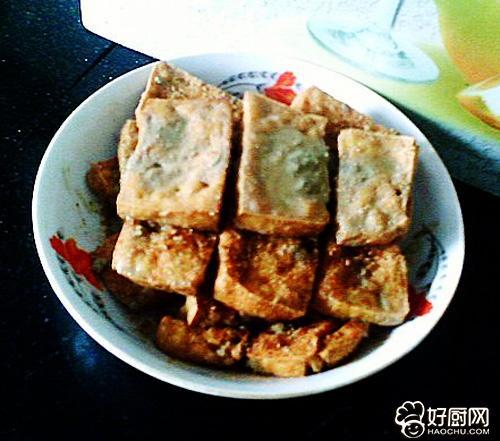 油炸豆腐的家常做法_【油炸臭豆腐】油炸臭豆腐的做法_油炸臭豆腐的家常