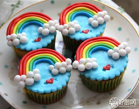 彩虹杯子蛋糕的做法_彩虹杯子蛋糕的家常做法大全怎么做好吃