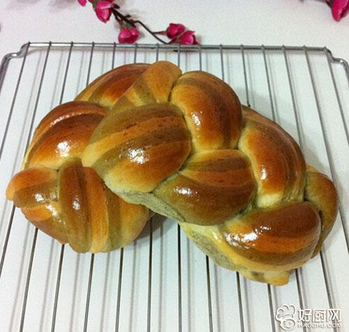 抹茶辮子面包的做法_抹茶辮子面包的家常做法大全怎么做好吃