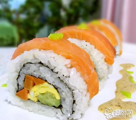 三文鱼反转寿司的做法_三文鱼反转寿司的家常做法大全怎么做好吃