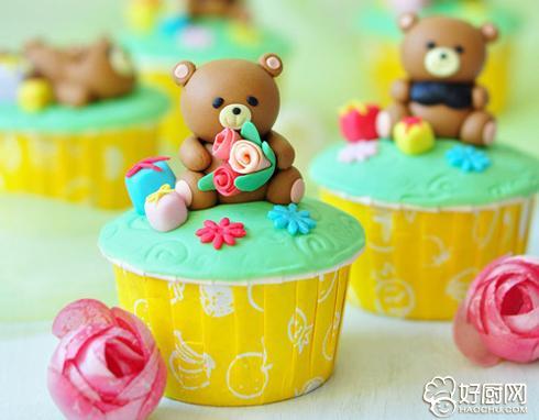 翻糖小熊纸杯蛋糕的做法_翻糖小熊纸杯蛋糕的家常做法大全怎么做好吃