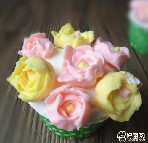 奶油霜杯子蛋糕的做法_奶油霜杯子蛋糕的家常做法大全怎么做好吃