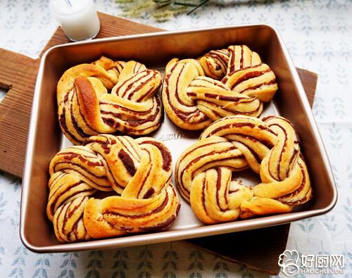 豆沙花环面包的做法_豆沙花环面包的家常做法大全怎么做好吃