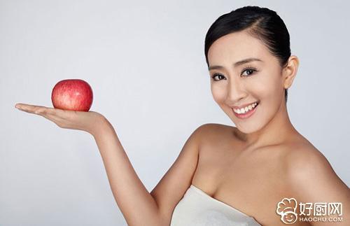苹果减肥的正确方法 吃苹果减肥的好处是不必挨饿,肚子饿就吃苹果.