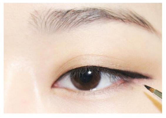 单眼皮如何画眼妆_单眼皮画眼妆的方法