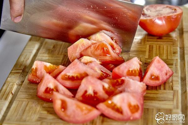 西红柿炖牛腩的做法步骤_3