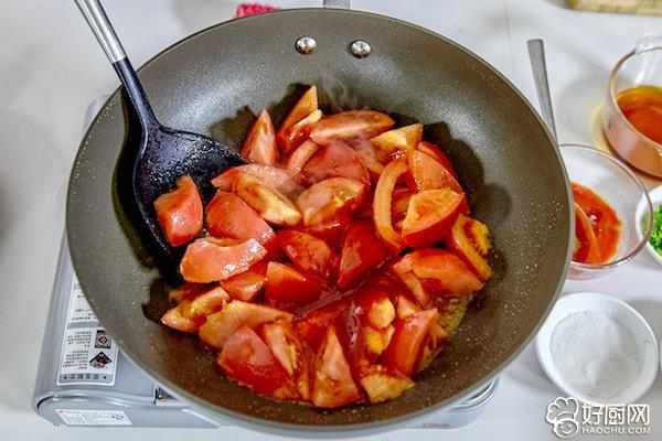 西红柿炖牛腩的做法步骤_12