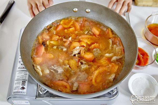 西红柿炖牛腩的做法步骤_13