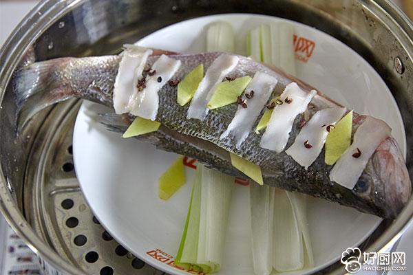清蒸鱼的做法步骤_4