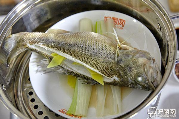 清蒸鱼的做法步骤_5