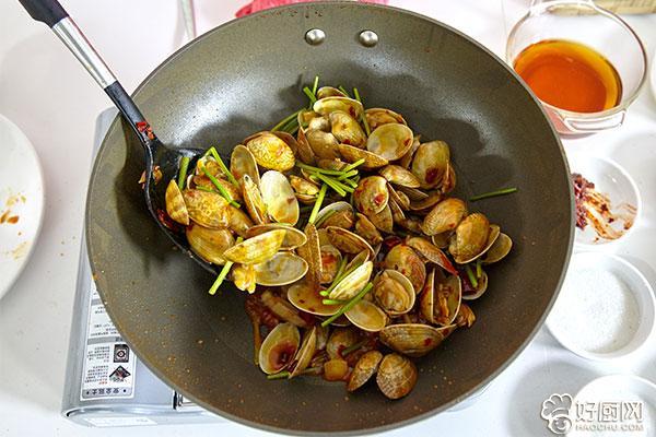 辣炒花蛤的做法步骤_6