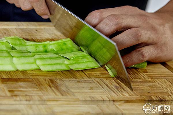 凉拌黄瓜的做法步骤_2
