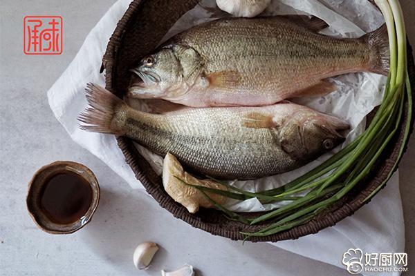 清蒸鲈鱼的做法步骤_2