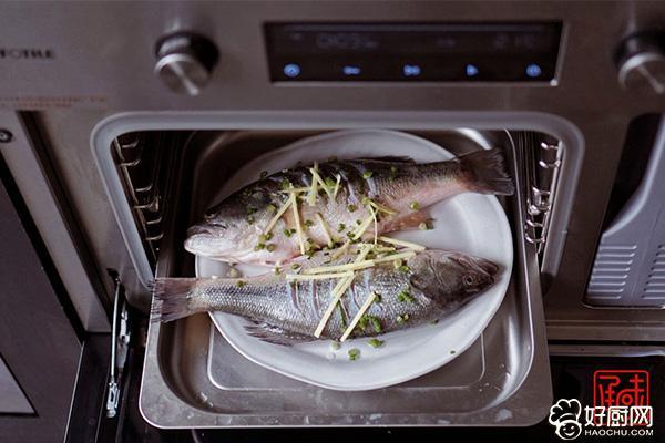 清蒸鲈鱼的做法步骤_3