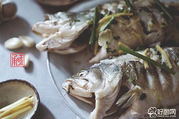 清蒸鲈鱼的做法步骤_4