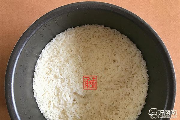黑松露培根炒饭的做法步骤_2