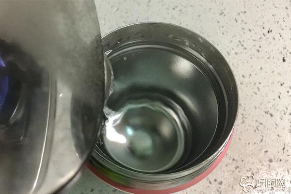 红枣花生甜汤的做法步骤_2