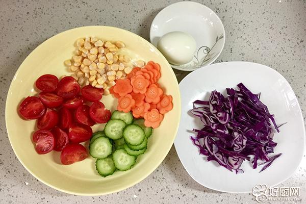 柚香多彩意面沙拉的做法步骤_2