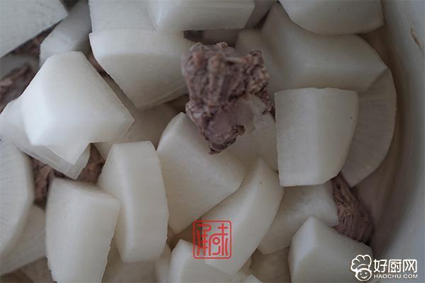 文火萝卜炖牛肉的做法步骤_5