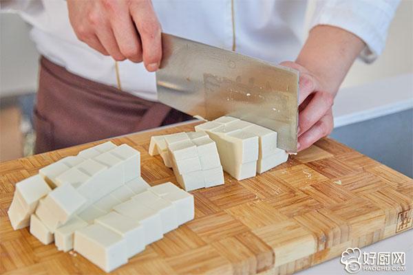 麻婆豆腐的做法步骤_2