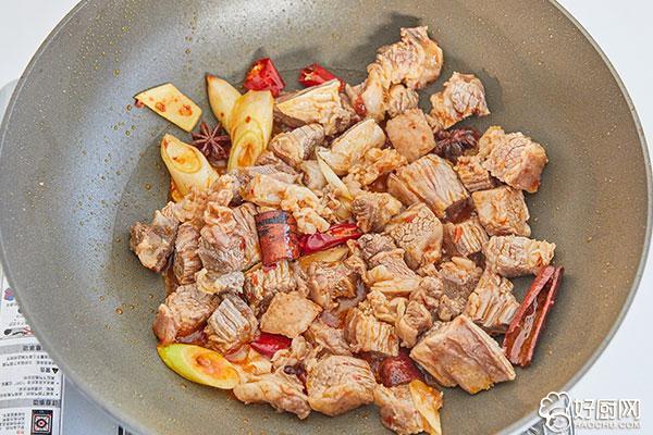 土豆烧牛肉的做法步骤_5