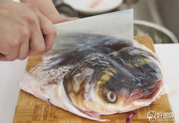 剁椒鱼头的做法步骤_4