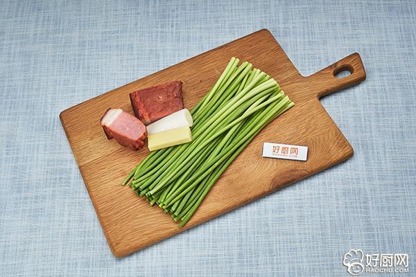 蒜苗炒腊肉的做法步骤_1