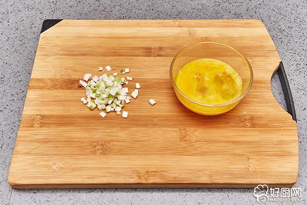 蛋炒饭的做法步骤_2