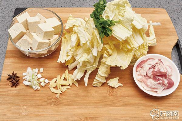 白菜炖豆腐的做法步骤_2