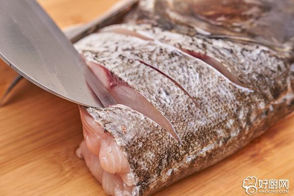 清炖鱼头汤的做法步骤_2