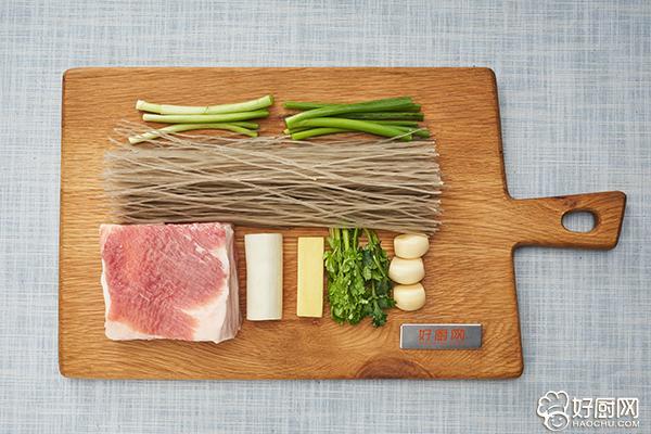 猪肉炖粉条的做法步骤_1