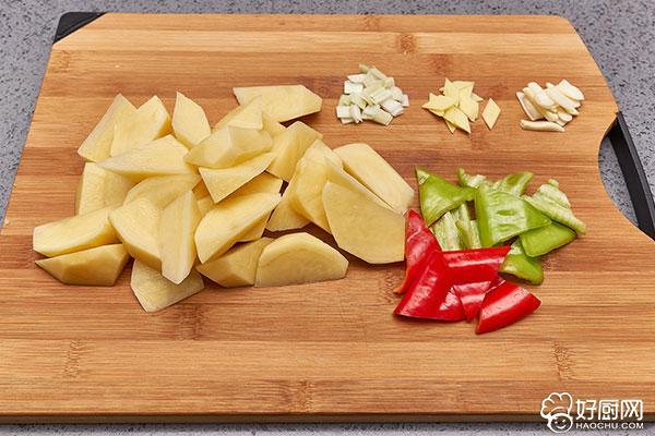 红烧土豆的做法步骤_2