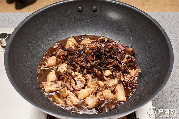 小鸡炖蘑菇的做法步骤_7