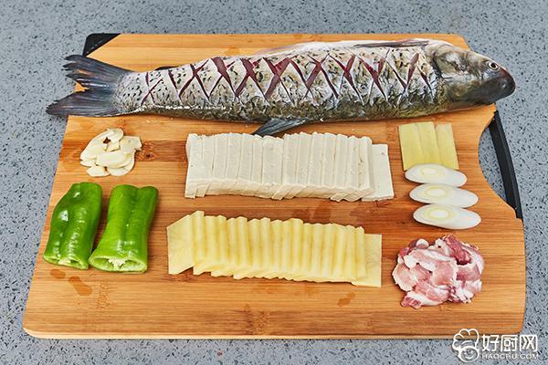 农家炖鱼的做法步骤_1